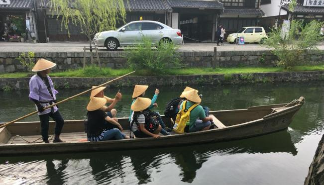 Sightseeing from the boat - Kurashiki