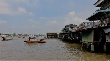 am Chao Phraya River